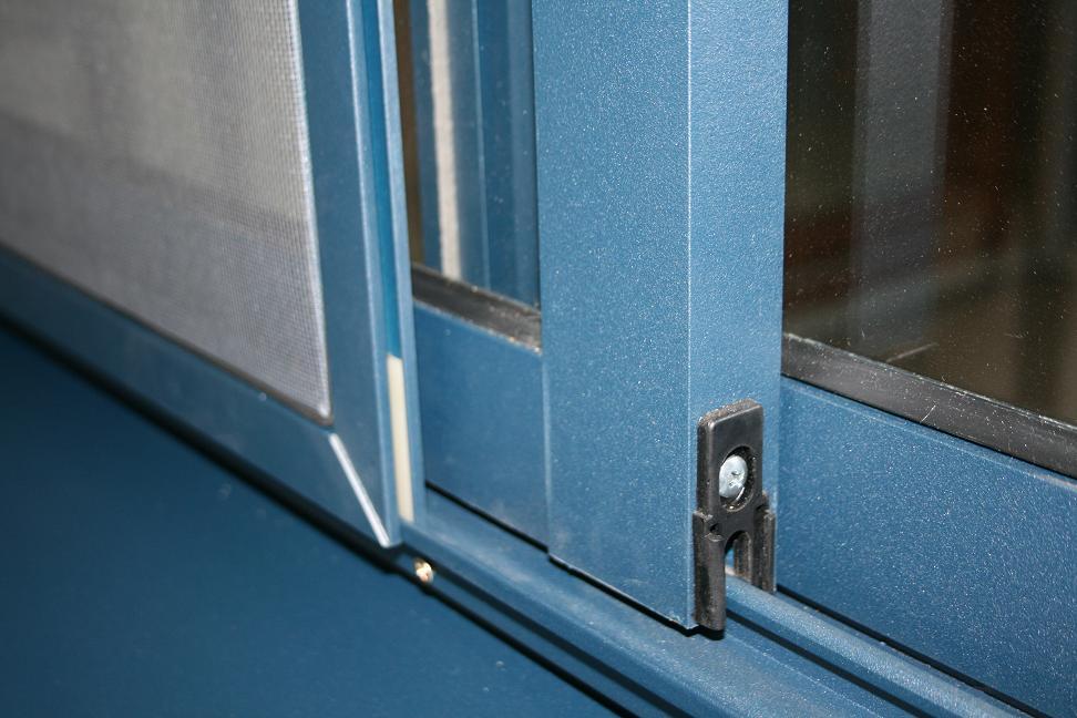 Пластиковые раздвижные окна для лоджии: достоинства, сравнен.