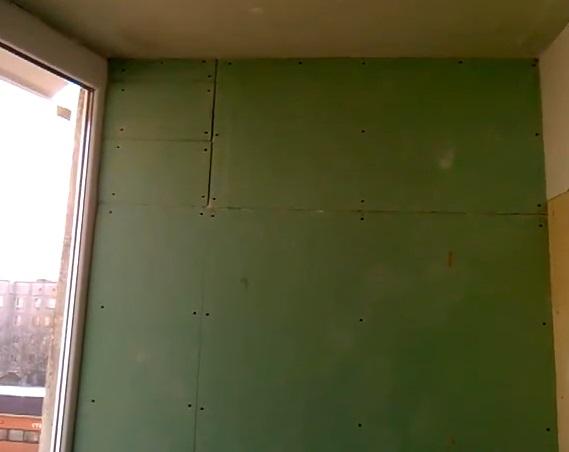 Чем отделать стены на балконе: варианты отделки и советы.