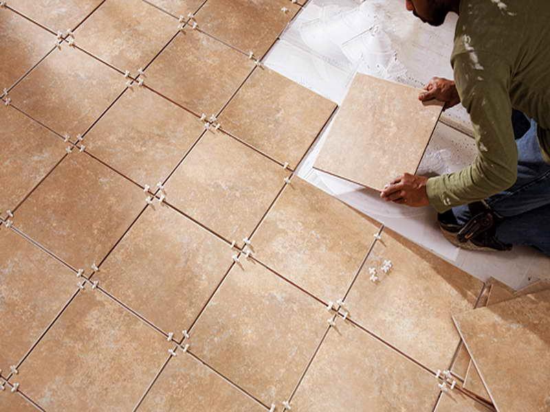 Как положить плитку на полу своими руками