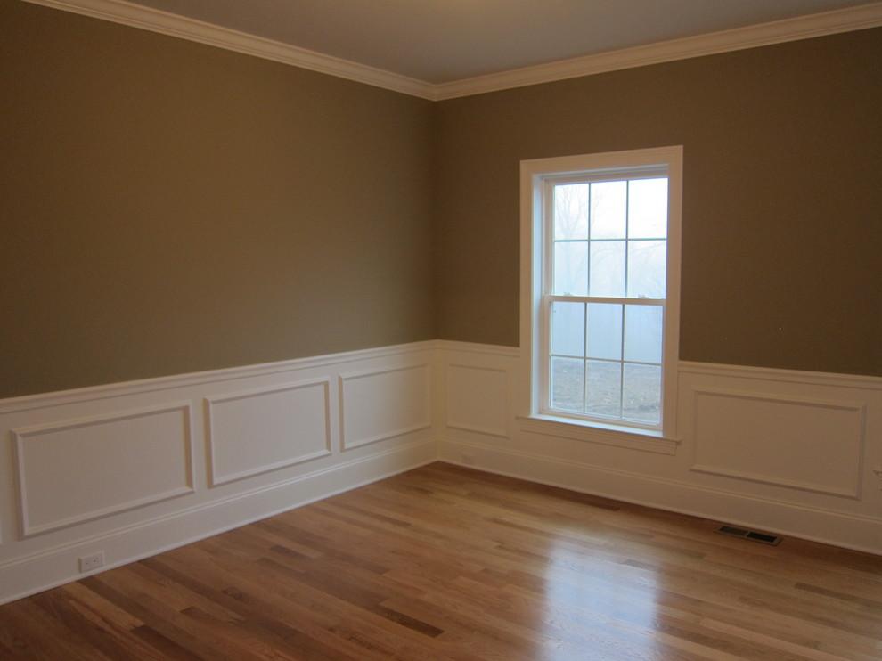 отделка молдингом стен в спальне фото