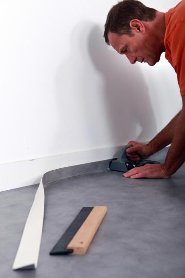 Укладка линолеума на бетонный пол: инструкция от подготовки до фиксации, типы монтажа, советы