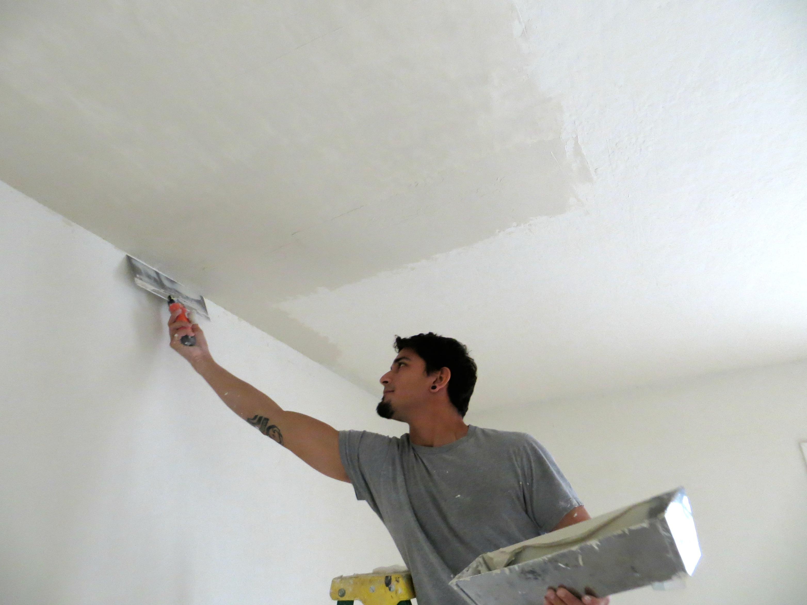 Как выровнять потолок в комнате своими руками