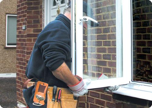 Как сделать форточку в глухом окне