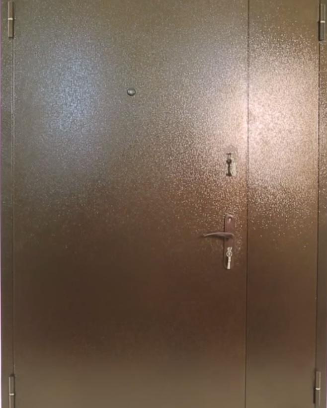 вторая входная тамбурная дверь