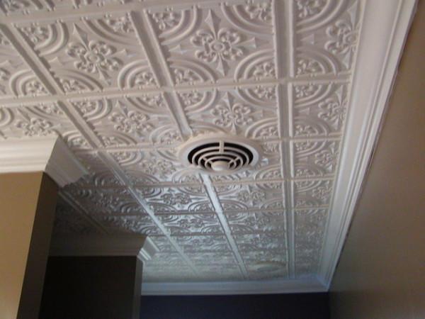 Виды отделки потолков: побелка, покраска, обои, клей, обшивка, натяжной и подвесной, инструкция по использованию