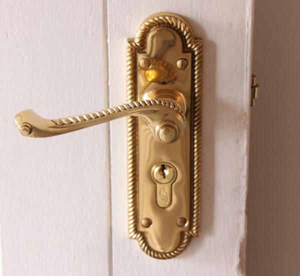 Ремонт дверной ручки входной двери