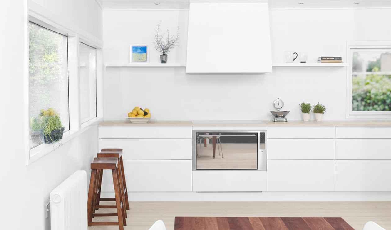 Белая стильная кухня