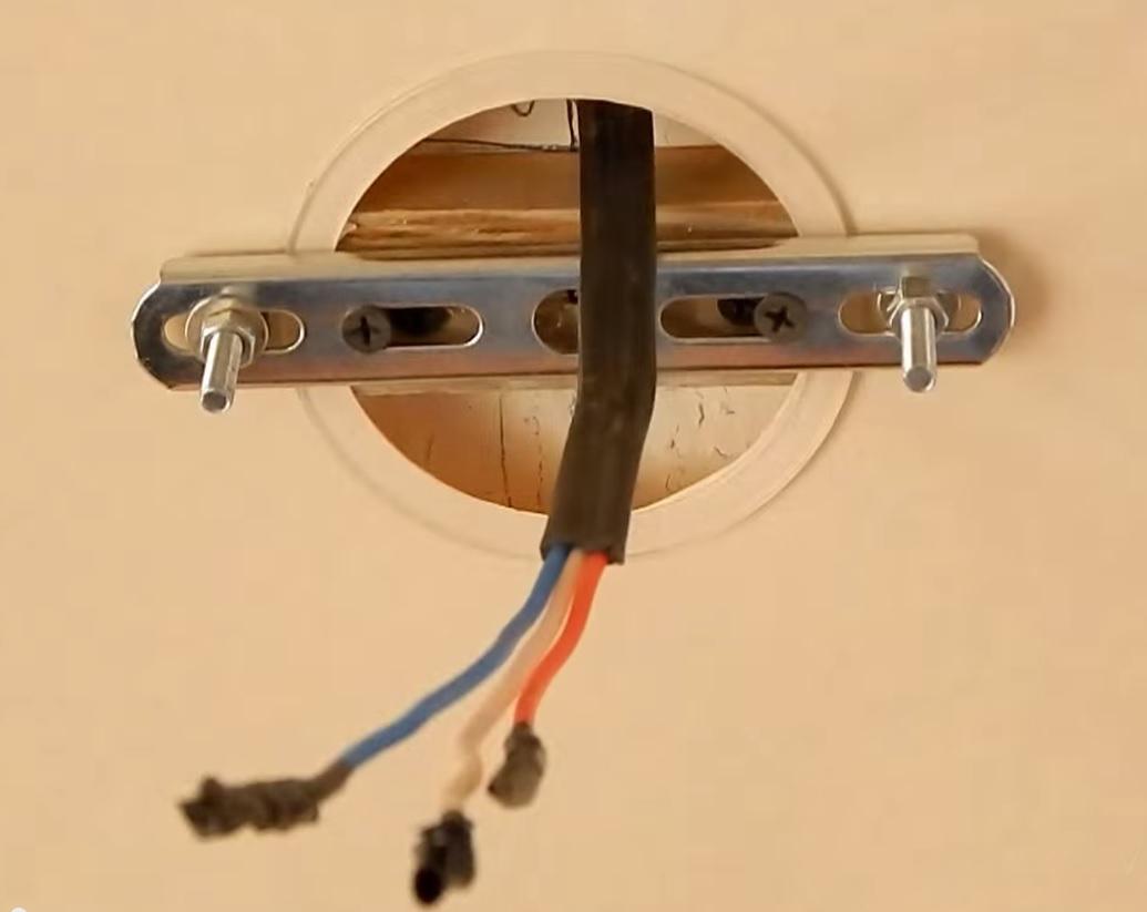 Установка люстры на натяжной потолок своими руками фото 722